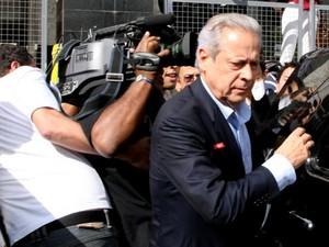 O ex-ministro José Dirceu ao deixar a Vara de Execuções Penais, em Brasília (Foto: Joel Rodrigues/Frame/Estadão Conteúdo)