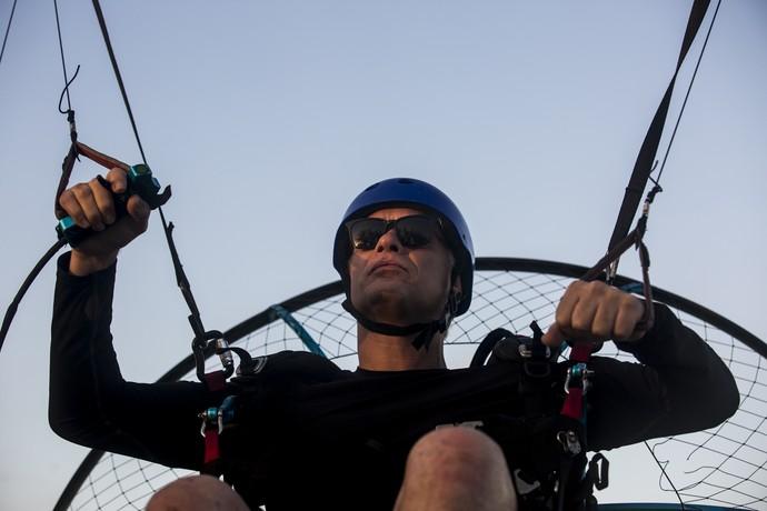 Empresário pousa de parapente em praia (Foto: Ellen Soares/Gshow)