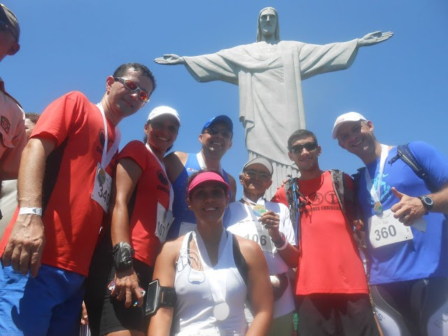 Lindalva e seus amigos, pouco depois de completar a Subida do Cristo