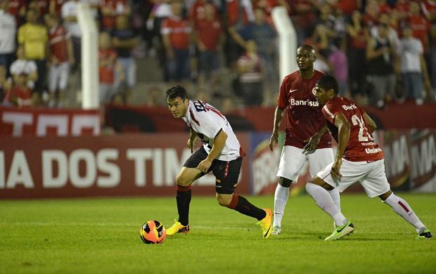 Renato Cajá Atlético-PR x Internacional (Foto: André Antunes / Futura Press)