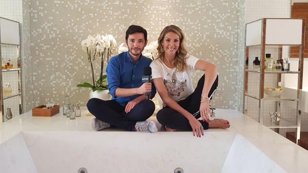 Vida Privada: Ricky Hiraoka invade o banheirão de Ana Hickmann para falar sobre maternidade, profissão e, claro, seu banheiro (Foto: Dead Pixel)
