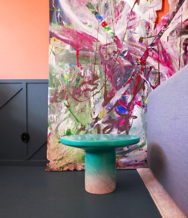 Cores vibrantes mudaram totalmente este apartamento sueco (Foto: Tekla Evelina Severin/Sight Unseen/Divulgação)
