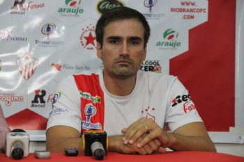 Edson Júnior, técnico do Rio Branco-AC (Foto: João Paulo Maia)