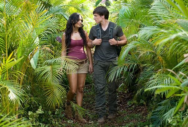 Vanessa Hudgens e Josh Hutcherson em ' Viagem 2: A Ilha Misteriosa' (2012)  (Foto: Divulgação)