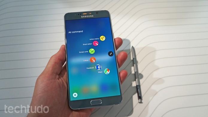 Galaxy Note 5 possui 5,7 polegadas QHD igual ao Lumia 950 XL (Foto: Thassius Veloso/TechTudo)