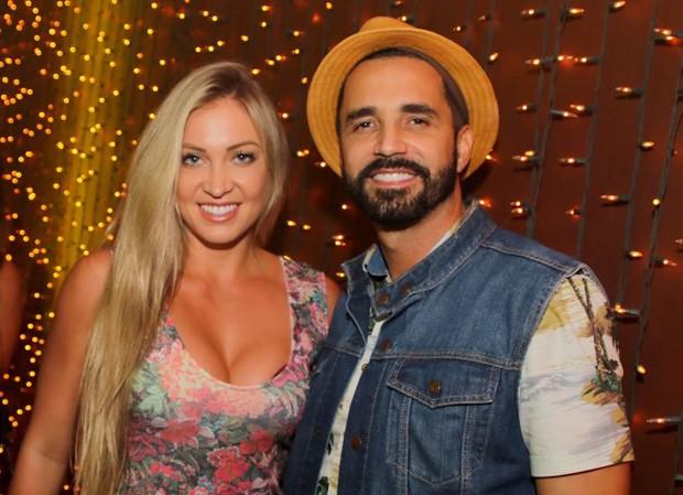 Latino e Jéssica (Foto: Thiago Duran/Agnews)