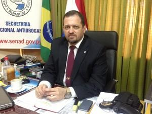 Luis Rojas, ministro antidrogas do Paraguai, em seu gabinete em Assunção (Foto: Glauco Araújo/G1)
