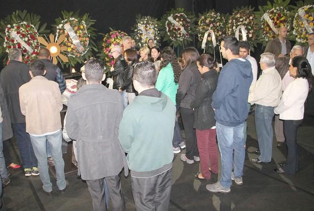 Velório Umberto Magnani - Santa-cruzenses fazem fila para se despedir do ator. (Foto: Lucas Pereira/EGO)
