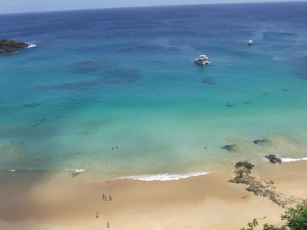 A água do mar é transparente durante todo o ano (Foto: Ana Clara Marinho / TV Globo)