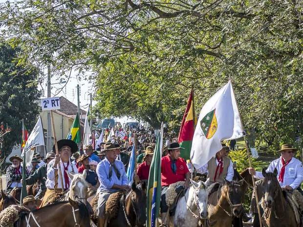 Cavalarianos viajam pelo RS para levar centelhas da Chama Crioula (Foto: Deivis Bueno/ Estampa da Tradição Fotografia)
