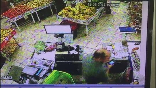 Assaltantes levam R$ 2 mil de posto e casa de frutas