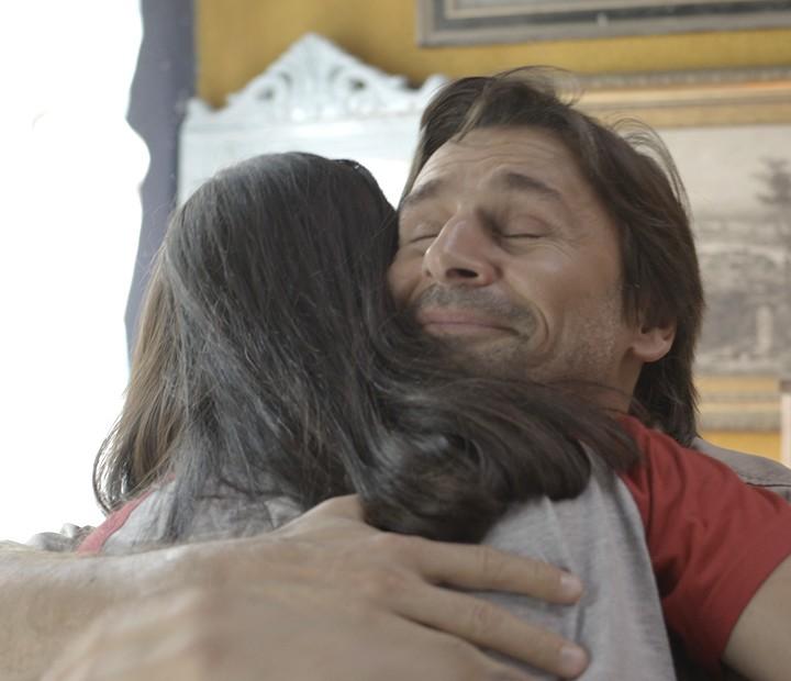 Rubem pede para Rafaela ficar com ele (Foto: TV Globo)