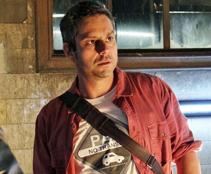 """Romero usa camiseta com frase """"Paz no trânsito"""" (Foto: TV Globo)"""