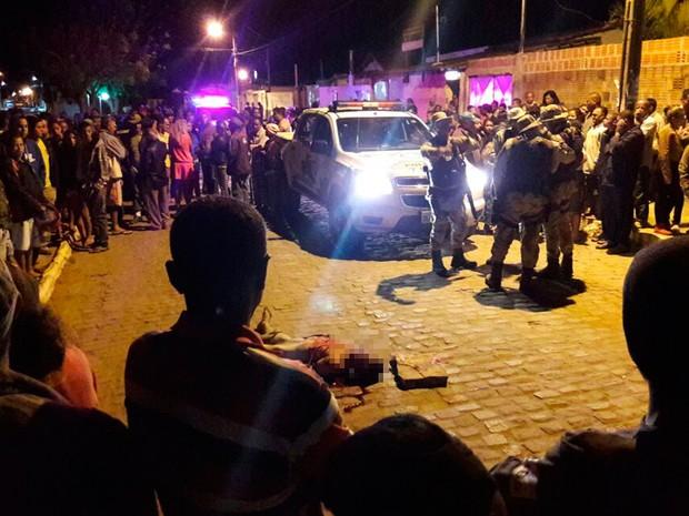 Suspeito de assalto foi linchado em MOrro do Chapéu, Bahia (Foto: João Paulo Barbosa/ Augusto Urgente)
