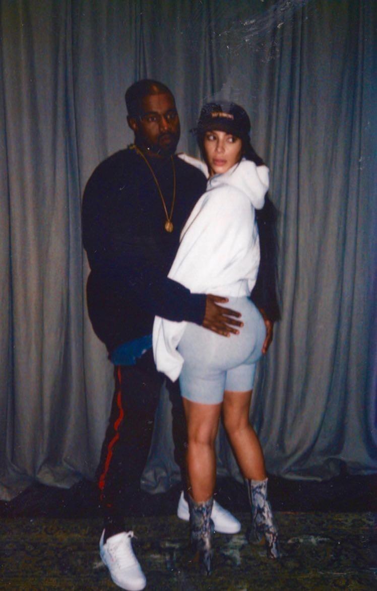 """Kim e Kanye: """"apalpada"""" (Foto: Reprodução)"""