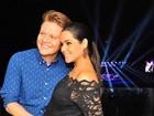 Thaís Fersoza, grávida, vai com Michel Teló a show de Elton John