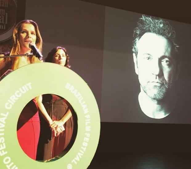 Ingrid Guimarães lembra Domingos Montanger em discurso após conquista de prêmio (Foto: Reprodução/Instagram)