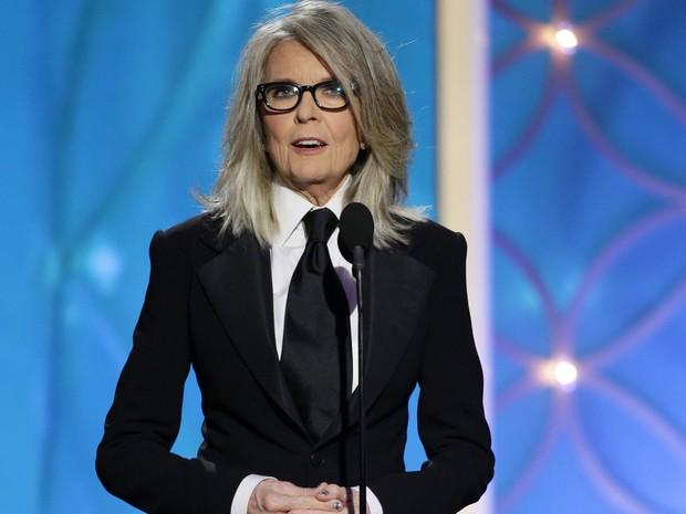 Diane Keaton recebe o prêmio Cecil B. DeMille no lugar do cineasta Woody Allen, que foi homenageado pelo conjunto de sua obra no 71º Globo de Ouro. (Foto: AP Photo/NBC, Paul Drinkwater)