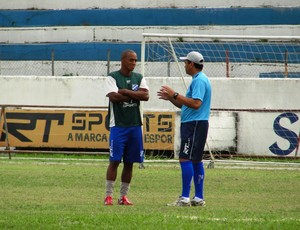 Viola conversa com Paulo Cesar Santos no Taubaté (Foto: Arthur Costa)
