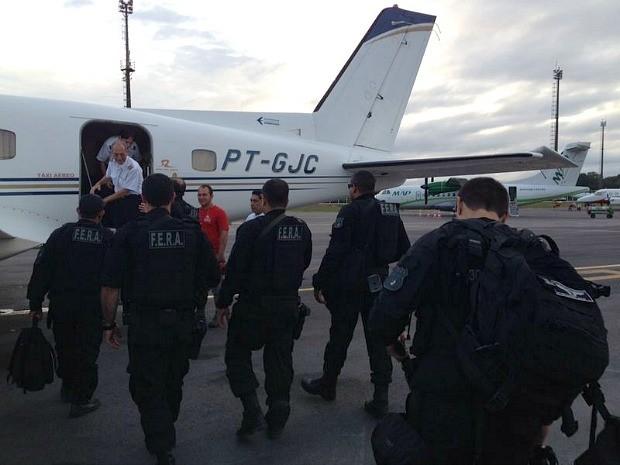 Cinco foram presos em Coari e seguem para Manaus (Foto: Divulgação/Polícia Civil)