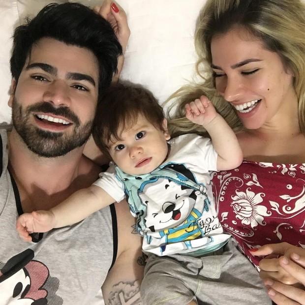 91ec97e40 EGO - Adriana Sant Anna posa em família e comemora 8 meses do filho ...