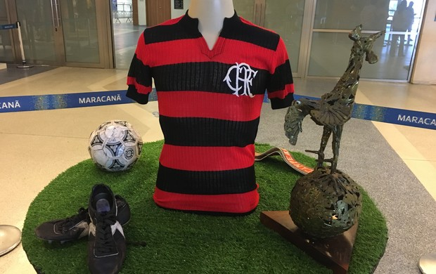 Camisa de Zico em exposição do Maracanã