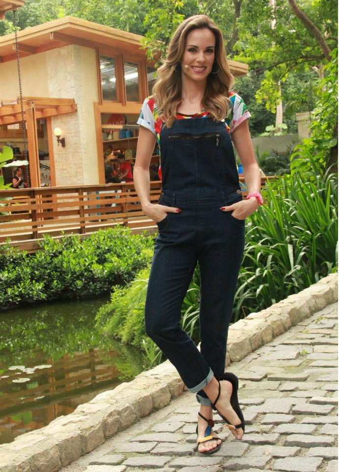 O macacão jeans skinny usado por Ana Furtado foi um dos mais queridos na Central de Atendimento ao Consumidor da TV Globo (Foto: Monique Salgueiro/Gshow)
