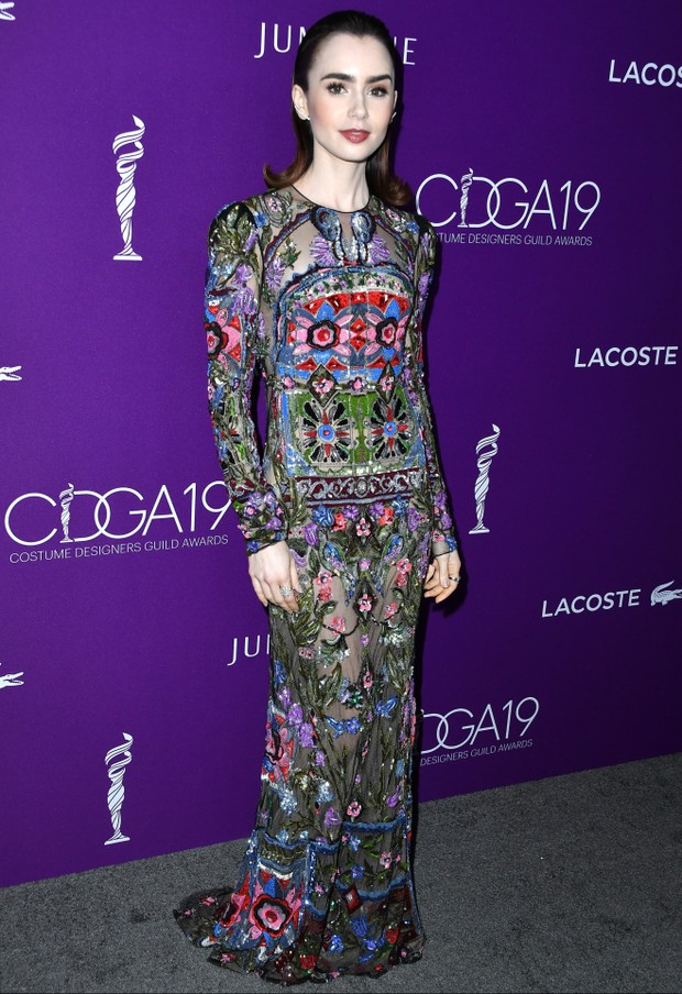 Lily Collins no Costume Designers Guild Awards (Foto: Getty Images)