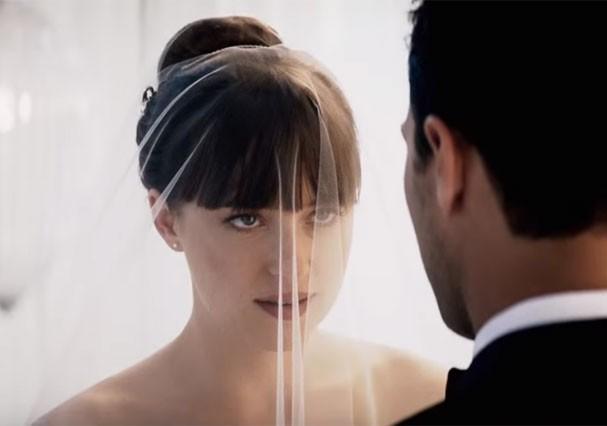 """Casamento de Anastasia e Christian Grey em """"Cinquenta Tons de Liberdade"""" (Foto: Reprodução/Youtube)"""