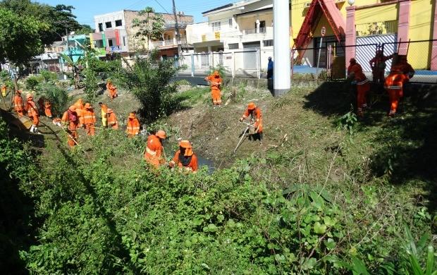 Ação de limpeza no igarapé do Coroado faz parte da 2ª edição do Consciência Limpa, em Manaus (Foto: Onofre Martins/Rede Amazônica)
