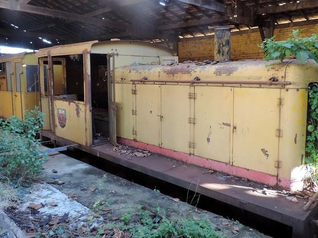Há anos que trens não circulam pelos trilhos de Rancharia (Foto: Stephanie Fonseca/G1)