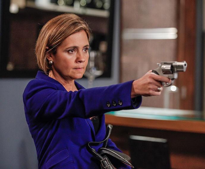 Furiosa, Inês atira em Beatriz (Foto: Artur Meninea/TV Globo)