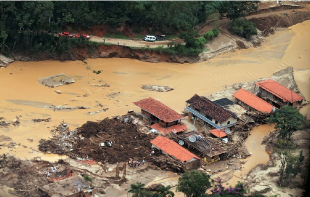PERDAS Chuvas fortes causam enchentes e desabamentos na região serrana do Rio de Janeiro. O aquecimento pode trazer mais eventos assim (Foto: Grizar Junior/Estadão Conteúdo)