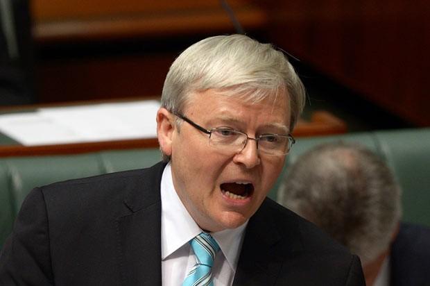 O trabalhista Kevin Rudd fala diante do Parlamento da Austrália nesta quinta-feira (27) (Foto: AP)