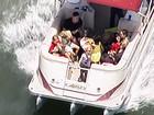 Brad Pitt e Angelina Jolie curtem passeio de barco com os filhos