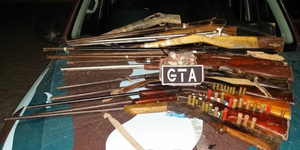 Armas apreendidas pela Companhia Independente de Policiamento do Meio Ambiente (Cipoma) em Bonito, Pernambuco (Foto: Divulgação/ Cipoma)