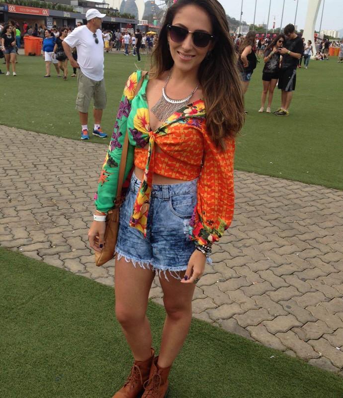 Carolina Soares não tinha dúvida: 'Já tinha pensado, queria essa estampa, uma coisa Hippie Chic' (Foto: Ícaro Martins / Gshow)