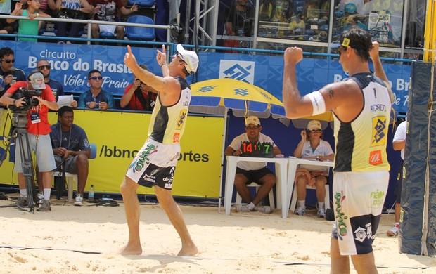 Ricardo e marcio campeões etapa de sao luis volei de praia (Foto: Paulo Frank/CBV)