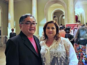 Casal aprovou o concerto no Teatro Amazonas  (Foto: Sérgio Rodrigues/G1 AM)