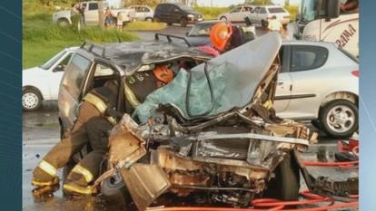 Três pessoas ficam feridas em dois acidentes na SP-310 em São Carlos