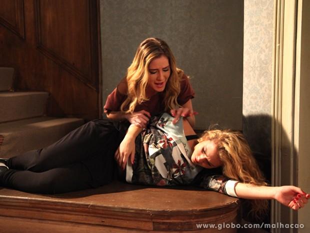 Tenso!!! Sofia fica transtornada ao ver Meg caída no chão. Será que ela perdeu o bebê?