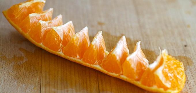 O jeito mais fácil de cortar laranjas