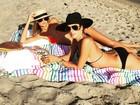 Alessandra Ambrósio toma sol e exibe tatuagem próxima ao bumbum