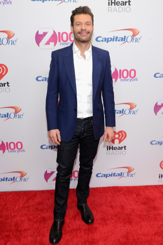 "Ryan Seacrest: ""high and low"" com alfaiataria e jeans (Foto: Getty Images)"