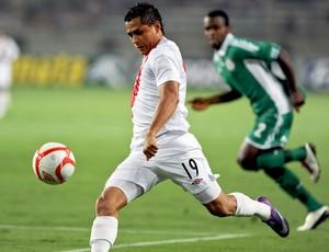 Yotún Yoshimar na partida do Peru (Foto: AFP)