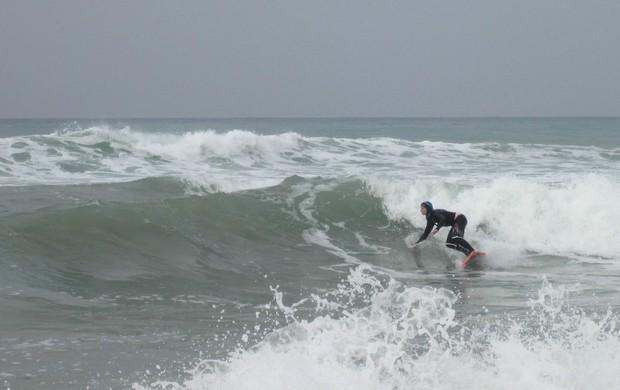 Marion e Easkey Britton surfe no Irã (Foto: EaskeyBritton.com)