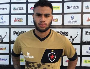 Carlinhos, atacante do Botafogo-PB (Foto: Lucas Barros / GloboEsporte.com/pb)