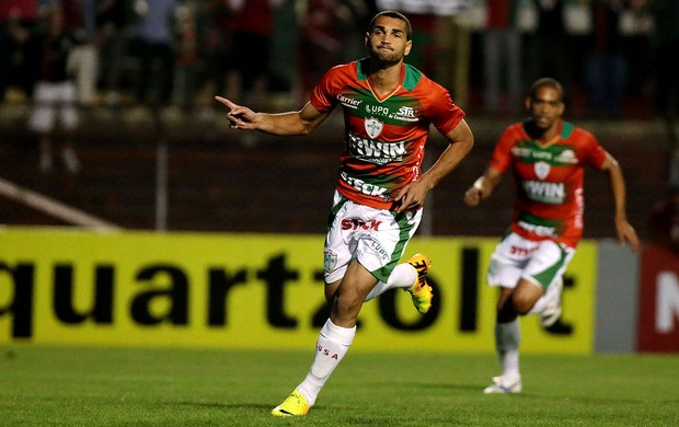 gilberto portuguesa gol bahia (Foto: Marcos Bezerra / Agência Estado)