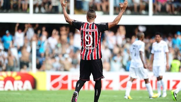 Luis Fabiano na partida do São Paulo contra o Santos (Foto: Marcos Ribolli / Globoesporte.com)