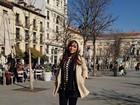 Anitta posa encasacada em Madri e reclama de saudade do cachorro